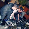 Mamy za sobą kolejny obóz DJ-KURSu i kolejne wspomnienia. Tym razem z naszym kursem zawitaliśmy w Kazimierzu Dolnym nad Wisłą, miasteczku typowo turystycznym. Było jednak do przewidzenia, że wszyscy, wykładowcy […]