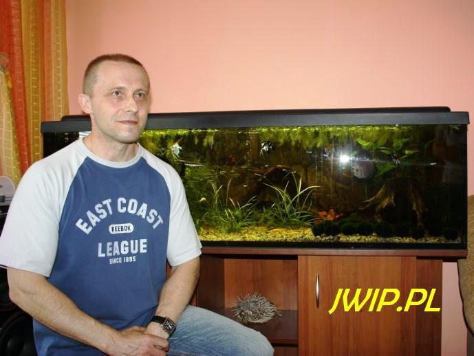 Roman Kosyl z rybkami. Poniatowa 2011. Fot. Jan Włodarek